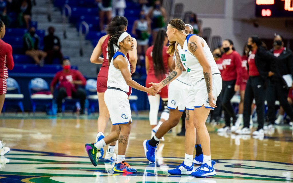 Roomates Tishara Morehouse and Kierstan Bell_photo by Brad Young_ FGCU